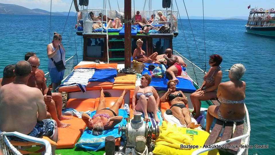 Akbükte günlük Tekne turu Boztepe teknesiyle geziler
